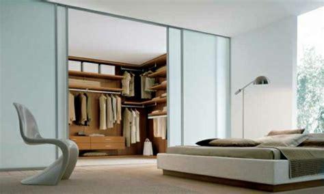 schlafzimmer mit begehbarem kleiderschrank moderne kleiderschr 228 nke stilvolle ideen f 252 r ihr schlafzimmer