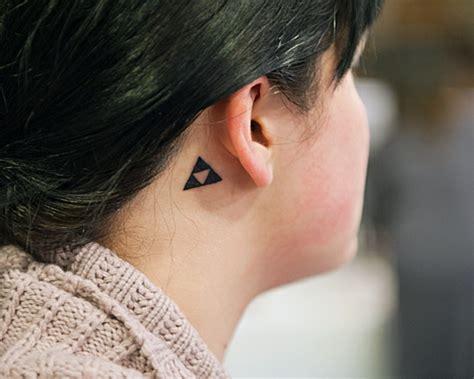 tatouage derriere oreille 55 des meilleures id 233 es tatouage oreille et sa signification