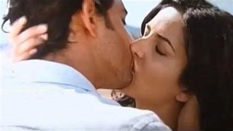 bollywood actress lip kiss images bhojpuri actress hq photo holidays oo