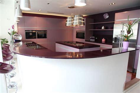 cuisine couleur prune une cuisine qui ne compte pas pour des prunes