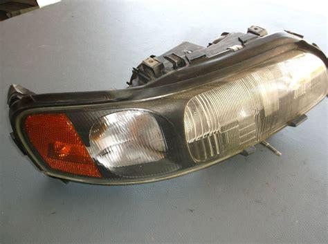 oem 2001 volvo xc70 front passenger s side headlight