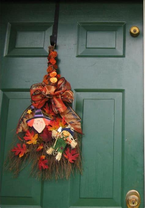 la decoration de porte pour les fetes de noel  halloween