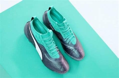 sepatu  dipakai  bintang sepakbola  piala dunia