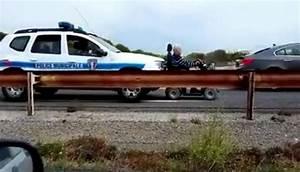 Vibration Voiture En Roulant : une voiture de police municipale pousse un fauteuil roulant videos de police com vid os et ~ Gottalentnigeria.com Avis de Voitures