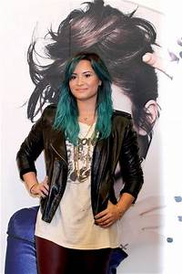 Demi Lovato Gets New Blue - Green Aqua Hair Color
