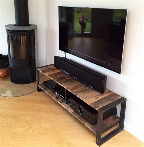 amenager petit salon avec cuisine ouverte le meuble tv style industriel en 50 images archzine fr