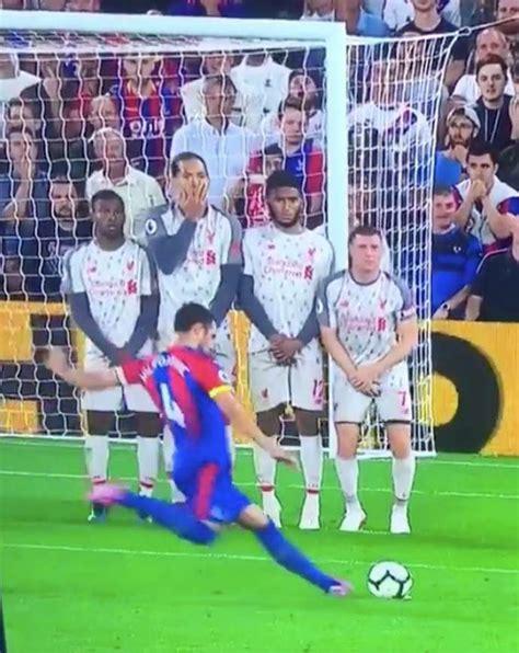 Virgil van Dijk's reaction in the Liverpool wall during ...