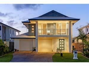 4 bedroom floor plans 2 story fachadas de casas bonitas con balcon y terrazas fachadas