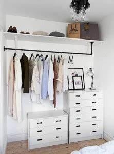Rangement Vetement Chambre : vetement rangement dressing chambre portant ideeco ~ Teatrodelosmanantiales.com Idées de Décoration