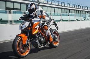 Duke 1290 R : eicma 2015 the 2016 ktm 1290 super duke r special edition revealed motoroids ~ Medecine-chirurgie-esthetiques.com Avis de Voitures