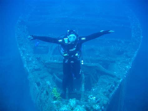 sailing  scuba diving