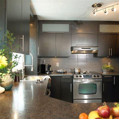 stratifié comptoir cuisine cuisines beauregard cuisine réalisation 188 cuisine urbaine en placage de bois et comptoir