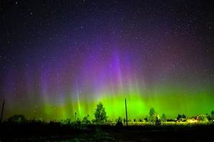 Blue, purple and green aurora electrify northern sky ...