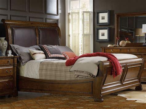 Hooker Furniture Tynecastle Medium Wood King Size Sleigh