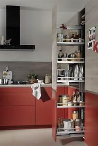 Küche Mit Apothekerschrank : hochschrank ausgestattet als apothekerschrank mit fronten in rot und holz ~ Frokenaadalensverden.com Haus und Dekorationen