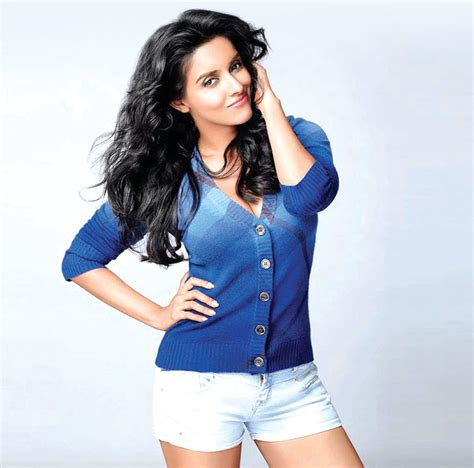 asin flaunts her engagement ring entertainment