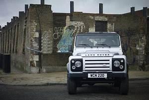 Nouveau Land Rover Defender : francfort 2011 nouveau moteur pour le land rover defender ~ Medecine-chirurgie-esthetiques.com Avis de Voitures