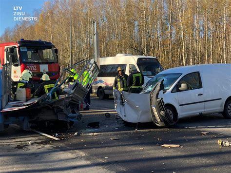 Smaga avārija notikusi uz Jūrmalas šosejas, kilometriem ...
