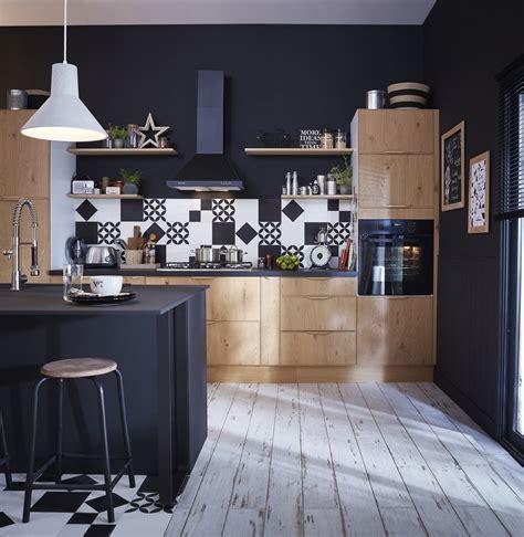 cuisine bois noir une cuisine style industriel en bois clair et noir leroy