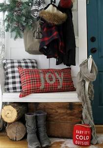 23 Welcoming And Cozy Christmas Entryway Dcor Ideas