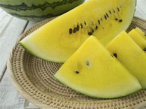 Yellow Watermelon Fruit - What To Do For Watermelons ...