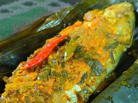 Kondisi ikan mas masih hidup adalah opsi terbaik dan teraman bagi anda dan keluarga. Fish in Banana Leaves (Pepes Ikan)   Indonesian Original ...