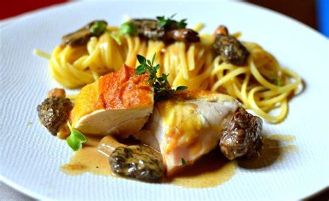 recette cuisine gastronomique poularde au vin jaune et aux morilles la recette