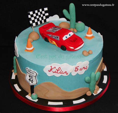 decoration gateau flash mcqueen g 226 teau cars flash mcqueen de pixar c est pas du g 226 teau