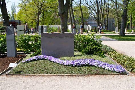 Garten Und Landschaftsbau Blume Hamburg by Ihre G 228 Rtnerei Welling Grabgestaltung Grab