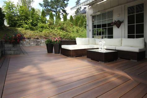 backyard patio  fiberon composite decking