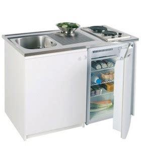 placard sous evier cuisine kitchenette pour studio mini cuisine avec placard