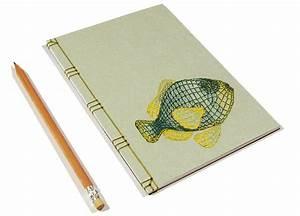 Artista Crea Dei Notebook Ricamati A Mano Con Ologrammi  Animali  Fiori E Vene
