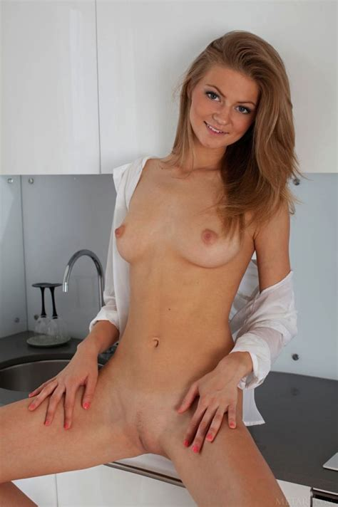 Coy Smile Perfect Body Nsfw Sorted By Position Luscious