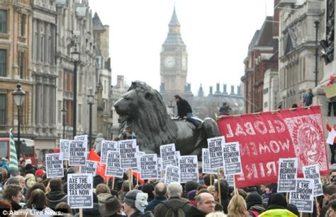 Bedroom Tax Vote Snp by Axe The Bedroom Tax Thousands Of Protesters Join
