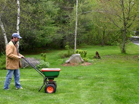 Best Grass Fertilizing Tips