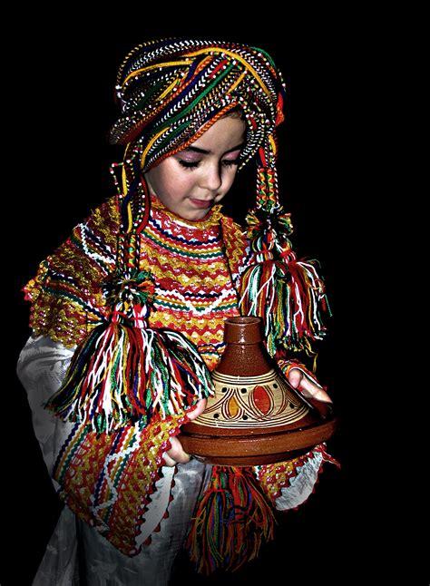 cuisine couscous traditionnel file tadjine et couscous kabyle jpg wikimedia commons