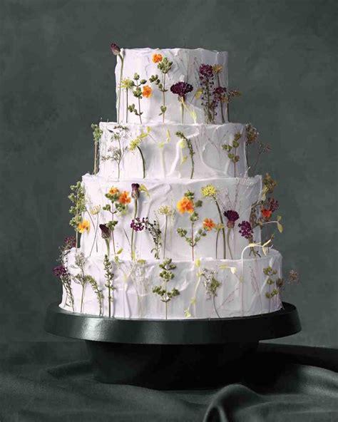 fresh ways  decorate wedding cakes  flowers