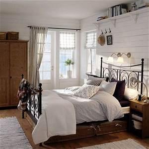 Schlafzimmer Landhausstil Modern : schlafzimmer im landhaus stil schlafzimmer mit metallbett und holzschr nken wohnen garten ~ Sanjose-hotels-ca.com Haus und Dekorationen