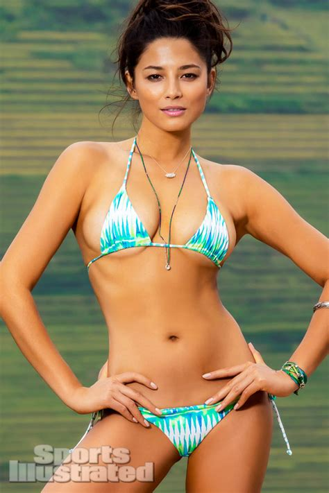 sports illustrated  swimsuit model jessica gomes