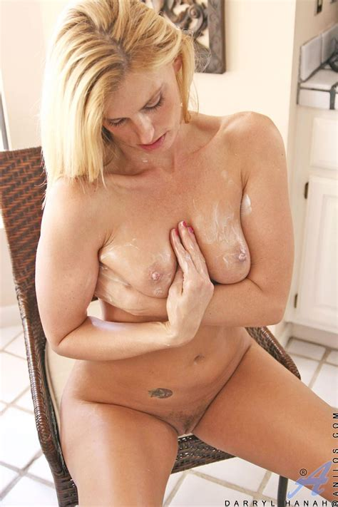 Darryl Hanah Lotion Fun Free Cougar Sex