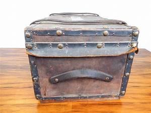 Vintage small steamer trunk storage chest luggage coffee for Small storage trunk coffee table