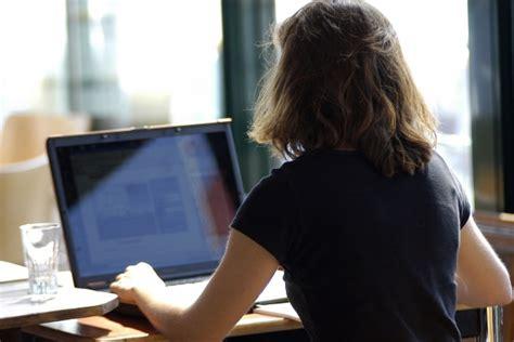 femme bureau au bureau quelles sont les limites code du travail loi