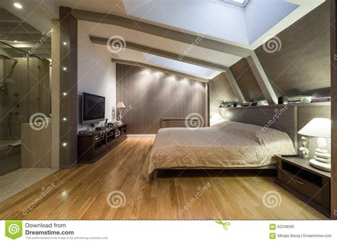 chambre salle de bain chambre à coucher de grenier avec la salle de bains privée