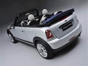 Mini White Silver : the 2 millionth mini production was a white silver metallic mini cabrio with denim blue top ~ Maxctalentgroup.com Avis de Voitures