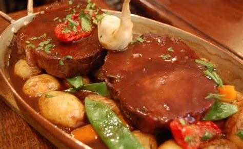 paleron de bœuf brais 233 a vos assiettes recettes de cuisine illustr 233 es