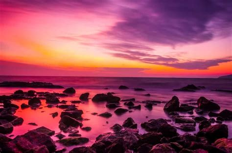 picture sunrise colorful twilight dawn water