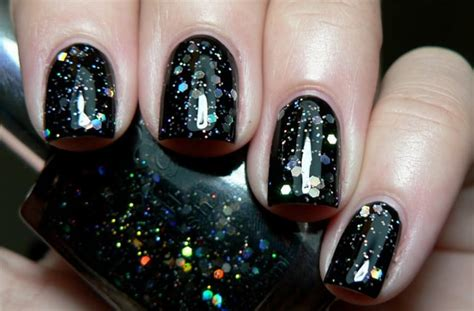 22 Brilliant Glitter Nail Art Designs Pictures