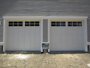 Haas american tradition model 922 steel carriage house for Carriage type garage doors