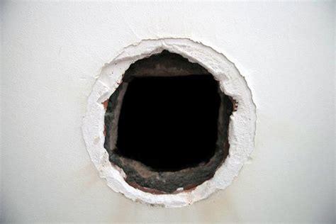 comment reparer des trous dans le placo