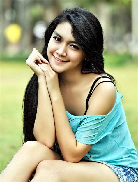 Melody Prima Young Sexy Actress Foto Artis Cewek Cantik Perawan Hot Non Telanjang Bugil